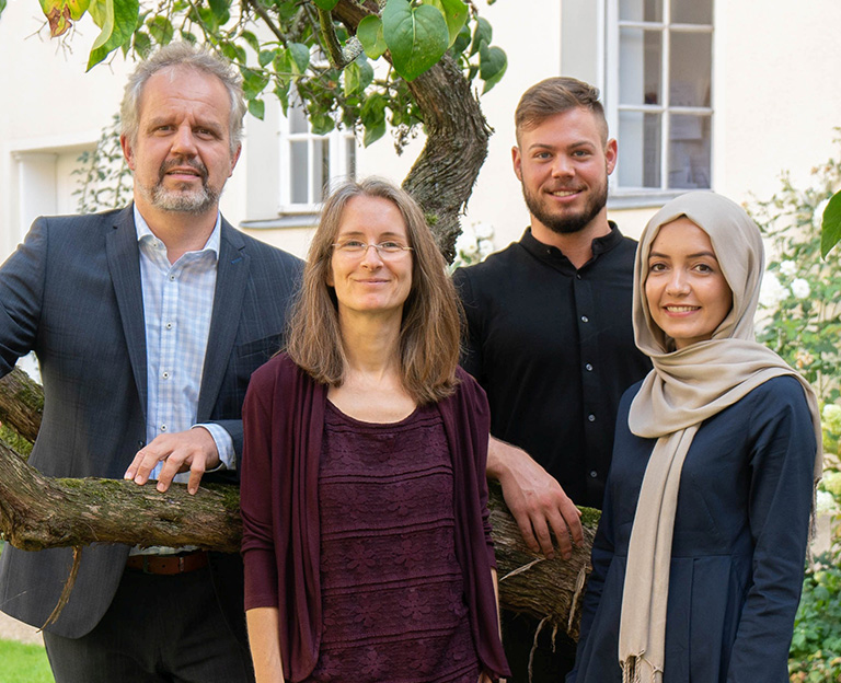 Team of the chair of  Entrepreneurship and Innovation / Say Institute. Back from left to right: Prof. Dr. Markus Bick, Tristan Thordsen; Front from left to right: Barbara Lutz, Mahdieh Darvish, Berlin campus, ESCP