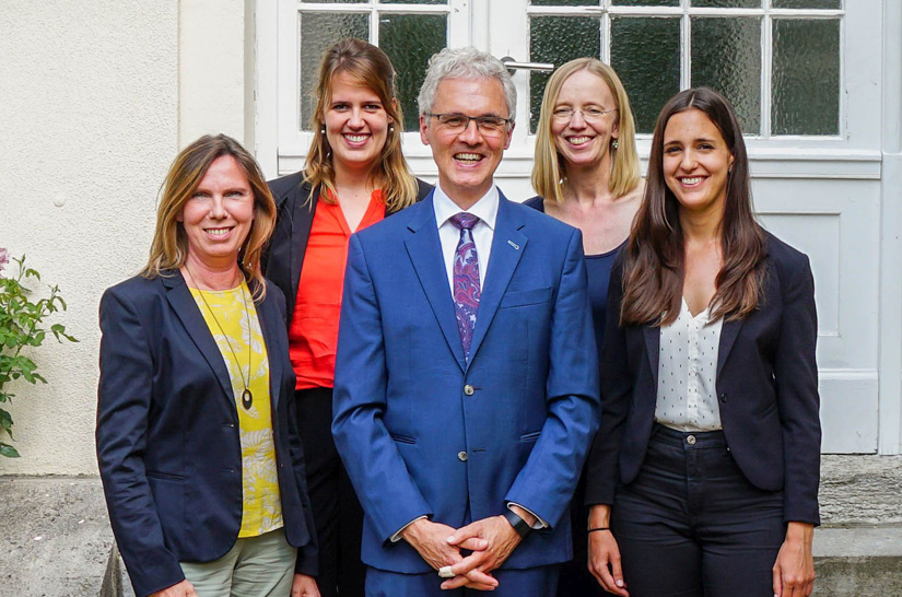 Team of the chair Marketing, Back row (from left to right): Kea Hartwig, Martina Seikat / Front row (from left to right): Sabine Scholz, Prof. Dr. Frank Jacob, Nicole Bulawa, Berlin campus, ESCP