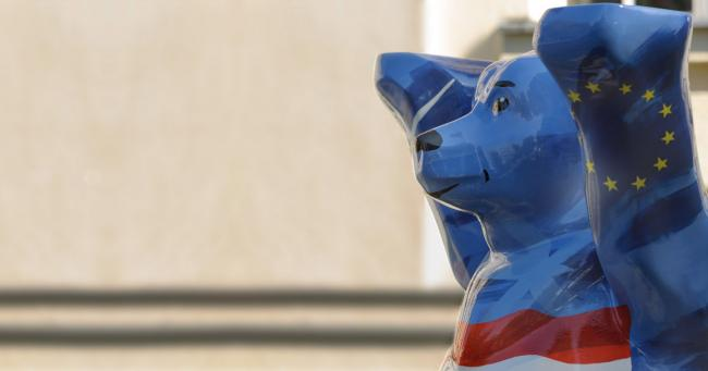 Blue Bear of ESCP Berlin campus, Berlin Academic Chairs illustration