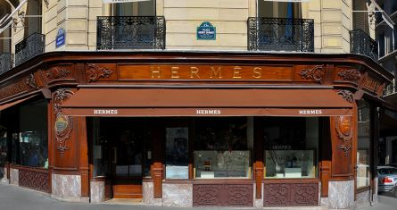 Moonik, : Hermès Store at Avenue George V in Paris 8th arrondissement, France